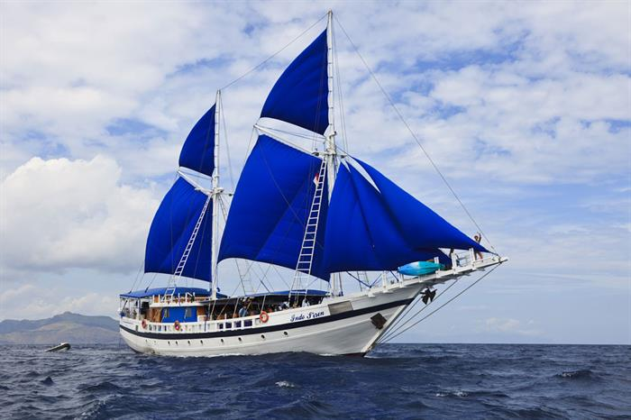 The best Raja Ampat Liveaboards -- Indo Siren