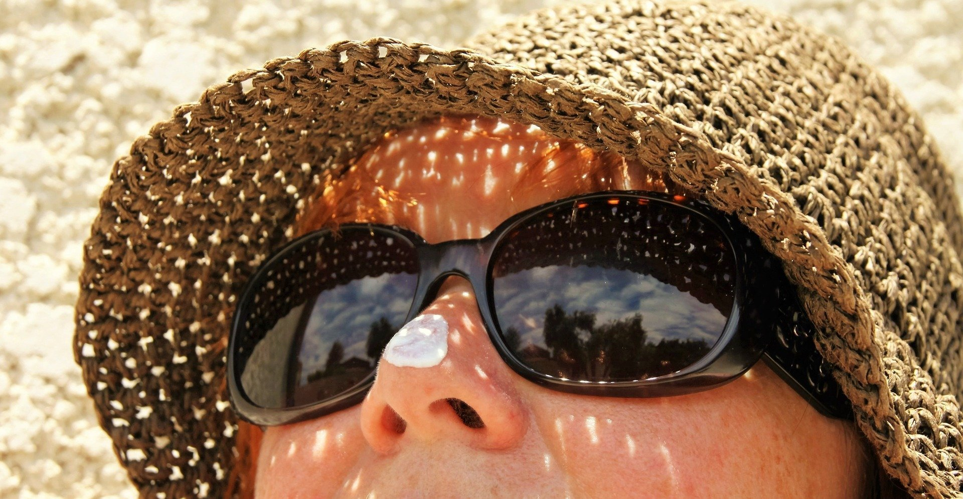 How to Choose (and Wear) Reef-Safe Sunscreen - The Salt Sirens